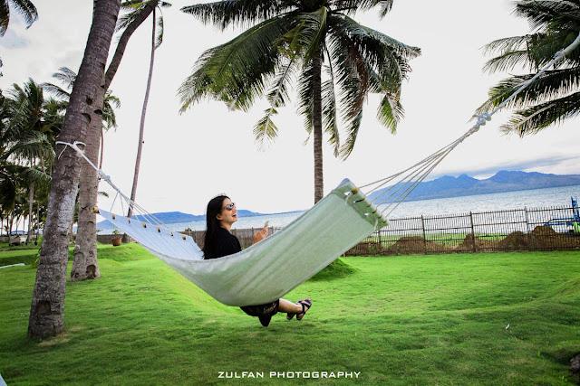 Bersantai sejenak di pohon kelapa Villa Solong Banyuwangi