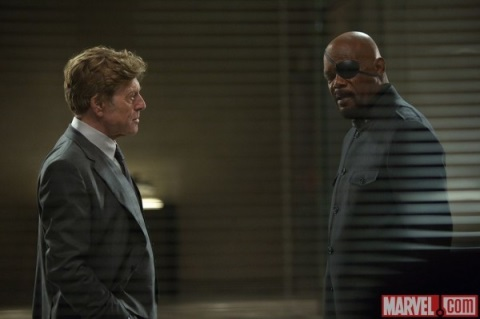 PIERCE (ROBERT REDFORD) Y NICK FURIA (SAMUEL L. JACKSON)