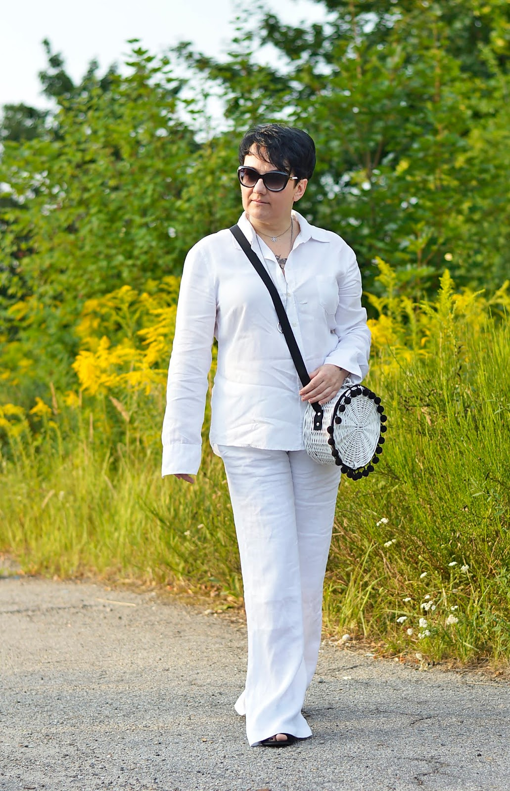 Black and white fashion, white total look