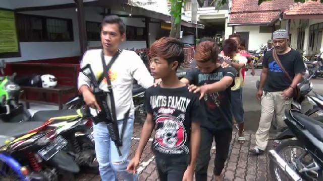 Alhamdulillah, Kurang Dari 24 Jam Polisi Tangkap Bocah yang Mengunggah Foto Menginjak Al-Qur'an
