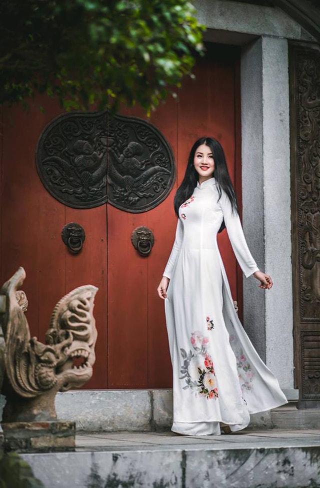 Hoa khôi ĐH Tài Nguyên Môi trường thướt tha trong tà áo dài trắng - Ảnh 3