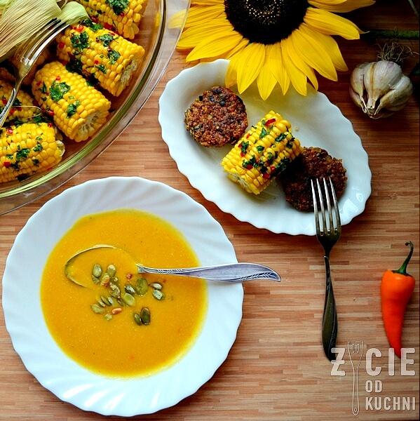 zupa dyniowa, pazdziernik sezonowe owoce pazdziernik sezonowe warzywa, sezonowa kuchnia, pazdziernik, zycie od kuchni