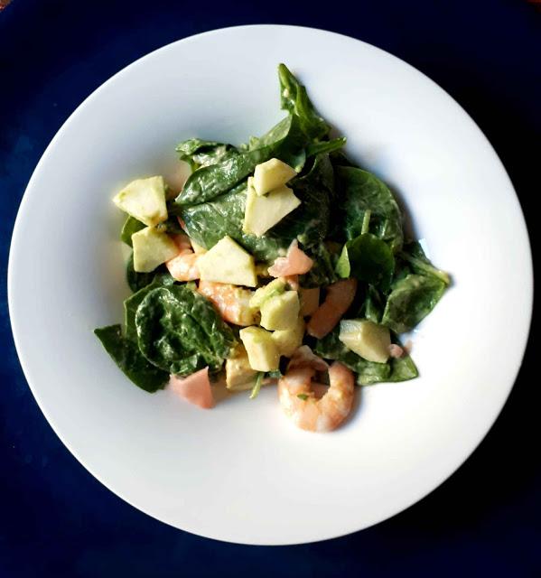 Salade d'épinards et pomme verte aux crevettes