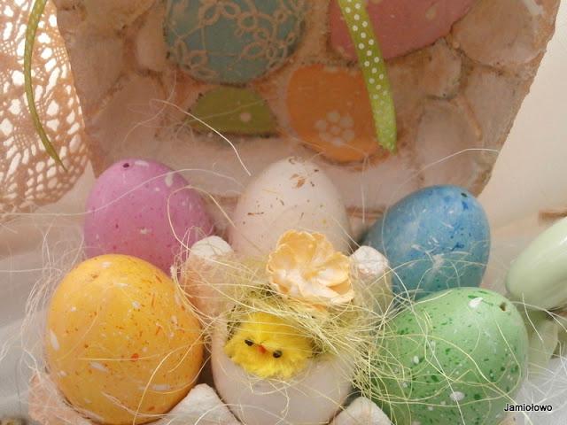 rodzinne malowanie jajek -ozdoby wielkanocne
