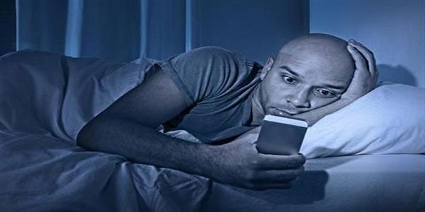 Ο άνθρωπος αγχώνεται πιο πολύ για τη μπαταρία του κινητού παρά για τη δουλειά