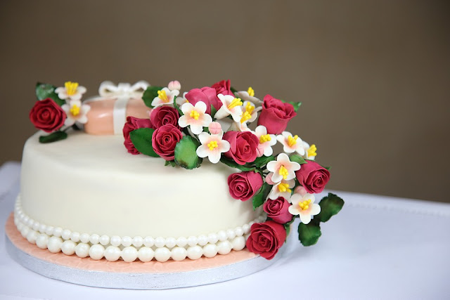 Combination of Flower and Cake- All You Need To Delight Your Loved Ones