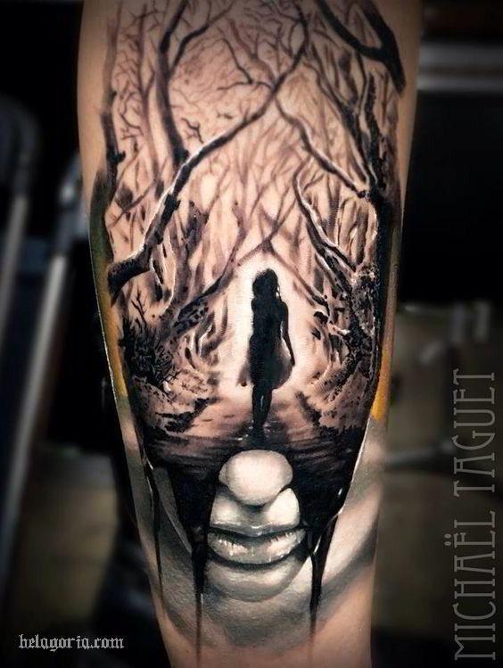 impresionante tatuaje de niña en el bosque y un rostro llorando