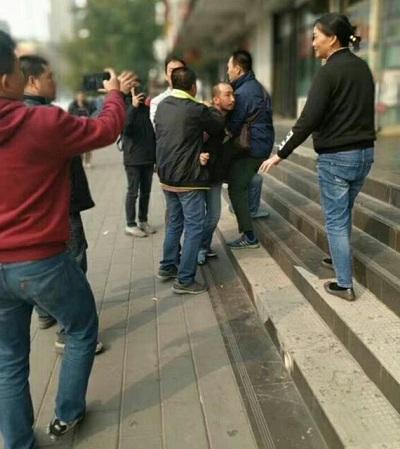 广东民主维权人士梁颂基在北京市张宝成家被警方带走后刑拘
