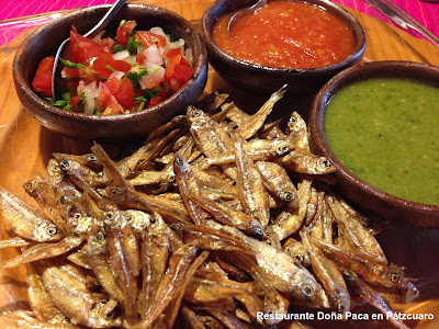 Platillos Típicos de Pátzcuaro como los Charales, servidos en Restaurante Doña Paca