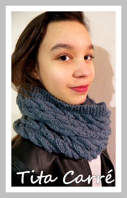 Gola e Capuz Cinza em tricot