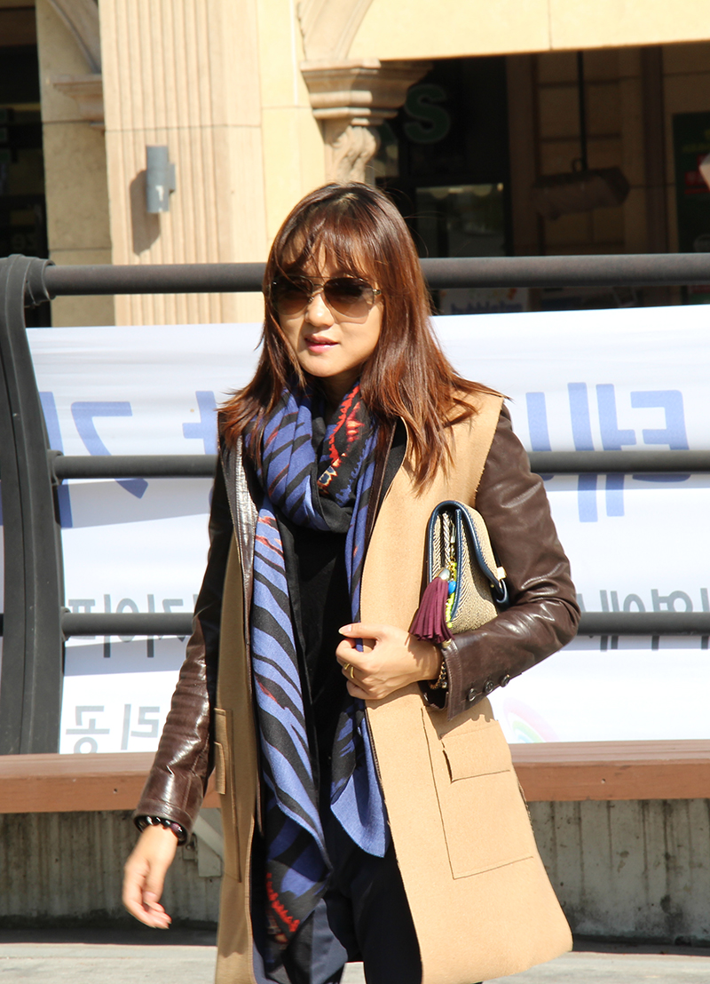 fashion bloger, layer look, scarf, leather jacket