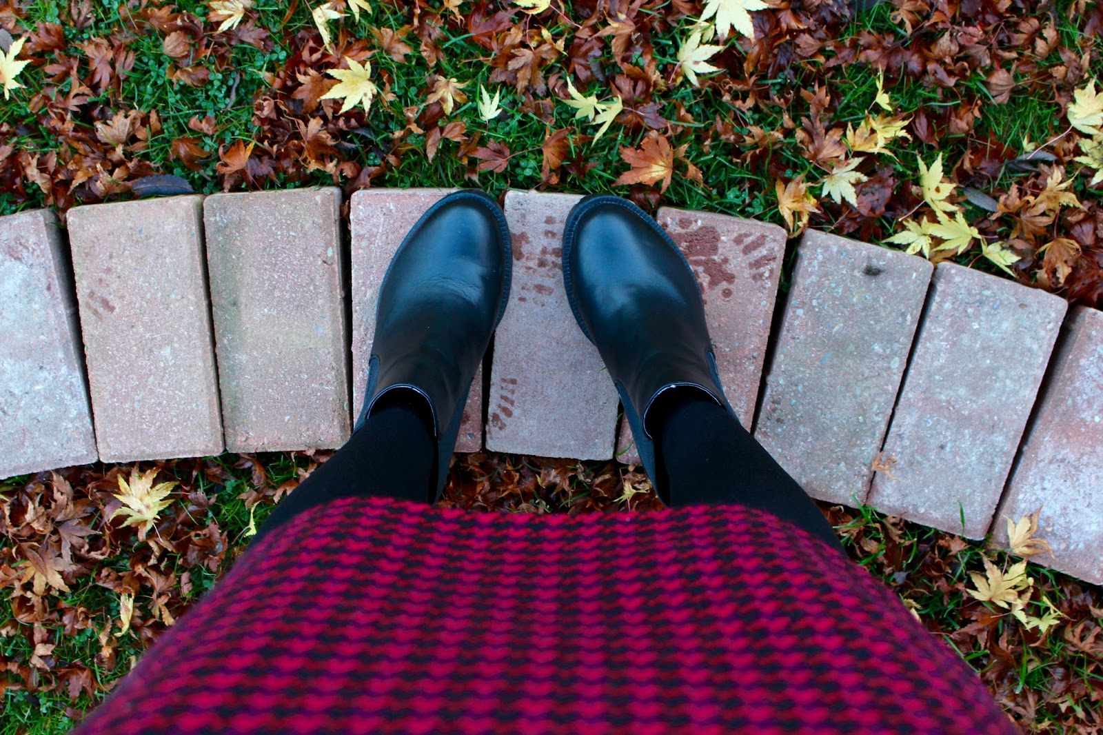Shoefie & vintage skirt | Fake fabulous