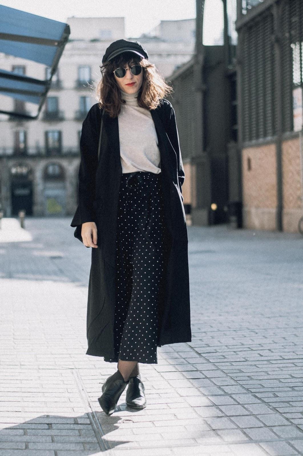 Pantalón culotte Zara, abrigo H&M, botienes Mango, gorro Asos