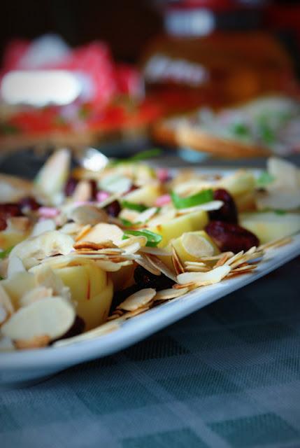 sałatka owocowa, żurawina suszona,jablka,banany,sos Monini,sosy do deserów i ciast,płatki z migdalów,szybka sałatka,