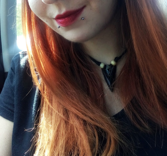 red lipstic, redhair, ginger hair, crveni ruž, piercing, snakebites, ornament