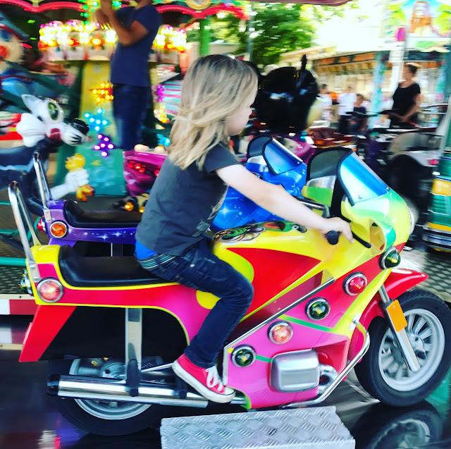 Jannes übt Motorradfahren