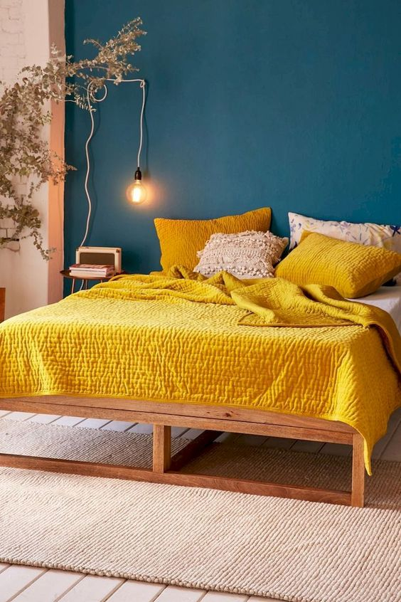 sarı yatak odası