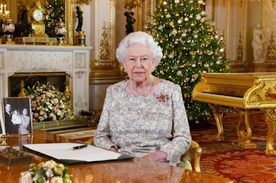 الملكة اليزابيت الثانية بعد تسجيل خطابها الميلادي السنوي في قصر باكينغهام في لندن