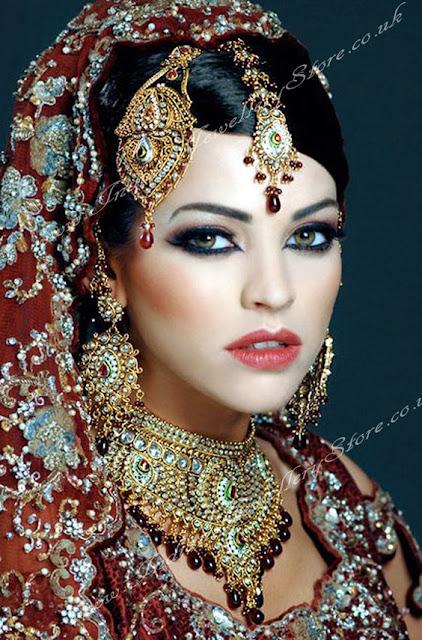 india con un look tradicional