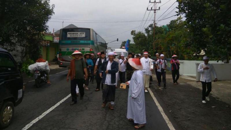 Penampakan massa yang ikut berjalan kaki dari Ciamis menuju Jakarta