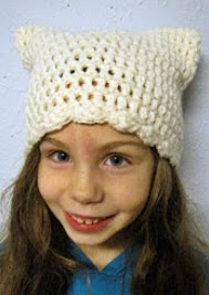 http://translate.googleusercontent.com/translate_c?depth=1&hl=es&rurl=translate.google.es&sl=en&tl=es&u=http://bellacrochet.blogspot.com.es/2011/12/kitty-cap-free-pattern-for-you.html&usg=ALkJrhg44lIdBdIoosnQB72jO-TaXbwcTA