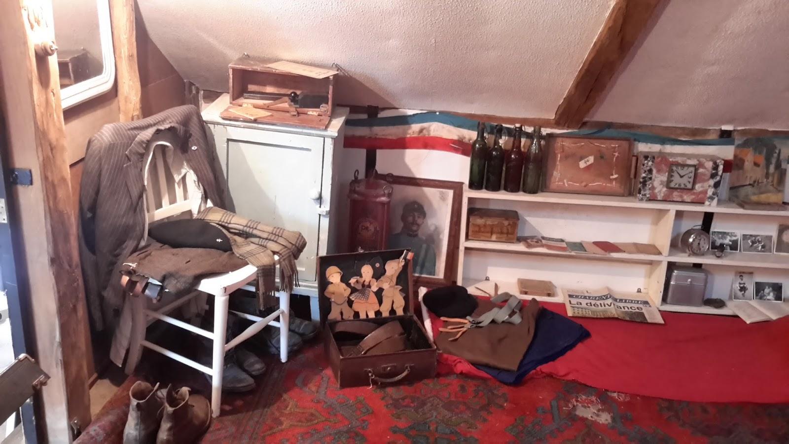 depuis longtemps juai voulu prsenter ma collection duobjets de la rsistance et de la libration. Black Bedroom Furniture Sets. Home Design Ideas