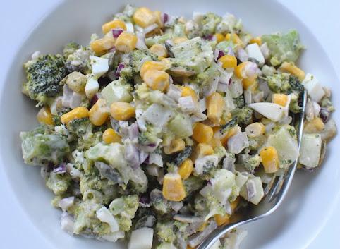Weekendowa sałatka z brokułem