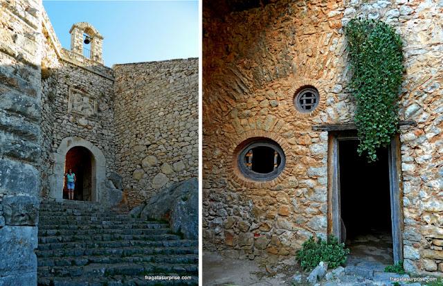 Igreja de Àgios Andreas e um alojamento de soldados na Fortaleza de Palamidi em Nafplio, Grécia