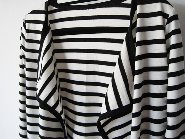 http://www.shein.com/Long-Sleeve-Striped-Knit-Cardigan-p-234779-cat-1734.html?utm_source=marcelka-fashion.blogspot.com&utm_medium=blogger&url_from=marcelka-fashion