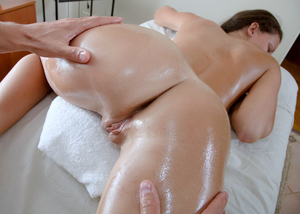 Pouring wax on her wet pussy and she loves the bdsm stuff 2