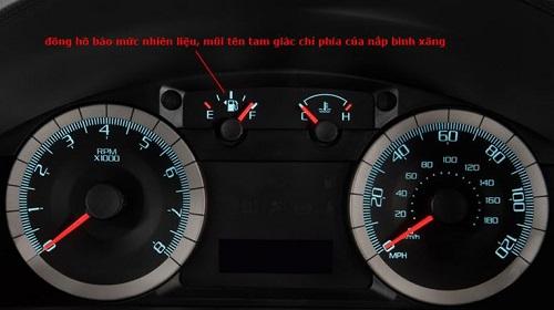 Nắp bình xăng bên trái