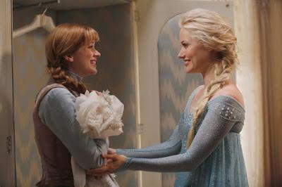 Anna (Elizabeth Lail) y Elsa (Georgina Haig)