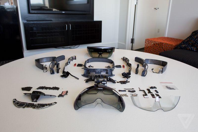 Microsoft HoloLens pezzo per pezzo | Video HTNovo