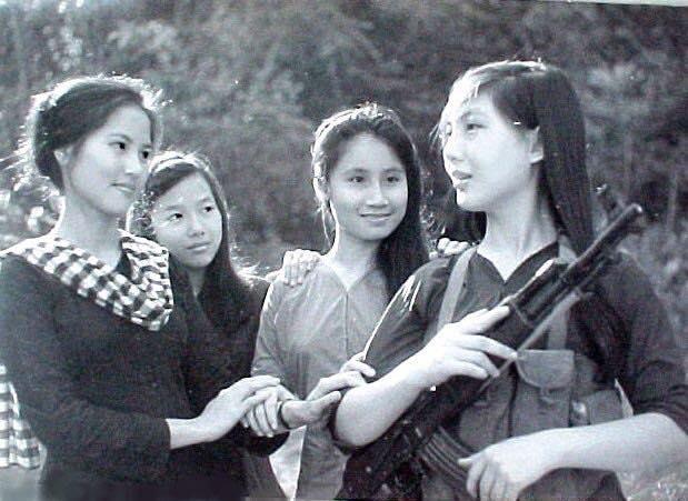 Nghệ sĩ Kim Chi tuyên bố ra khỏi đảng