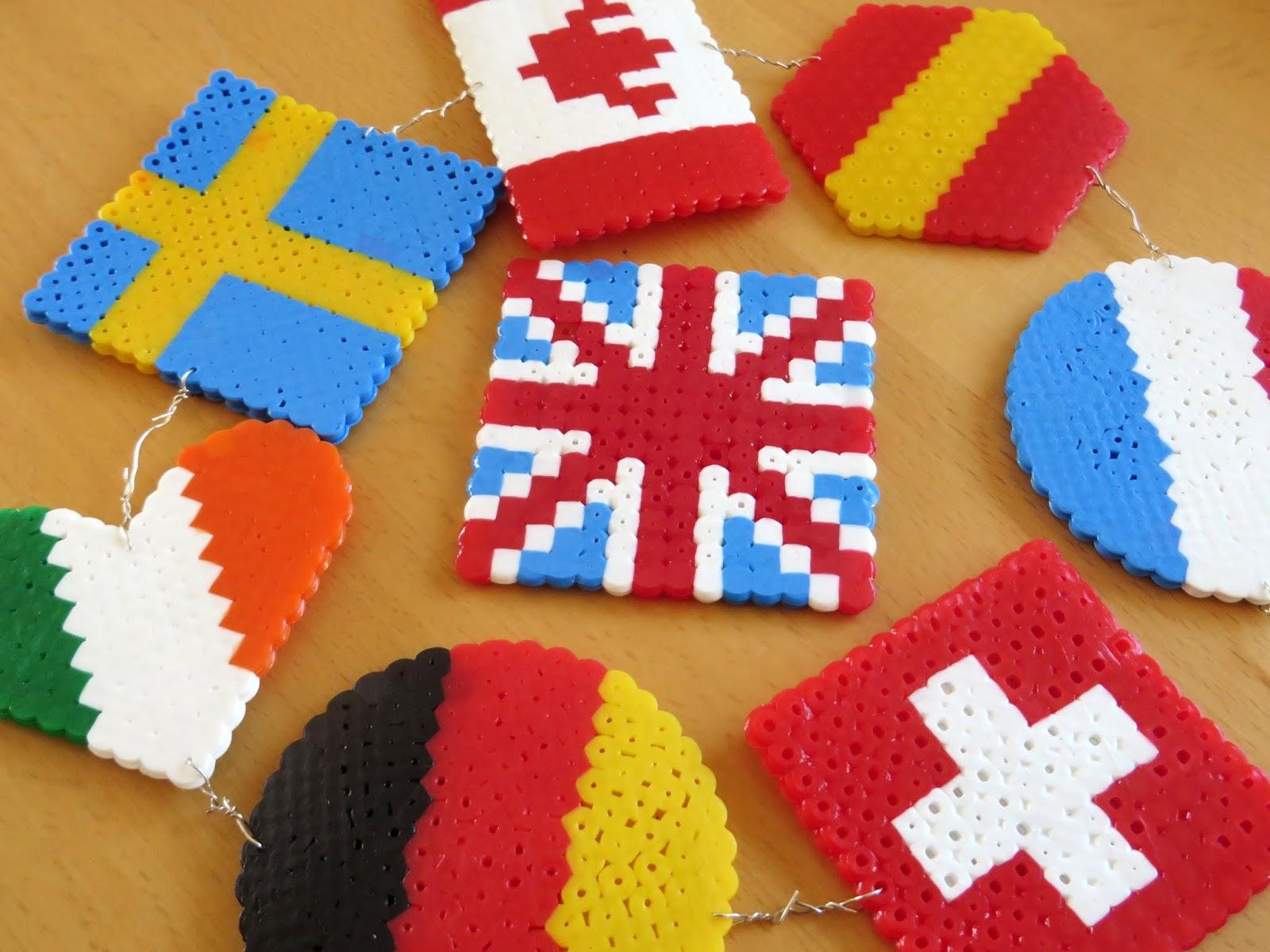 Zur Reisezeit: Flaggen aus Bügelperlen