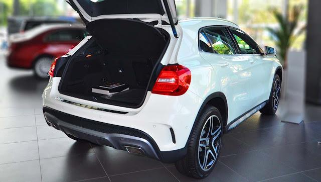 Cốp sau Mercedes GLA 250 4MATIC 2017 thiết kế rộng rãi, thoải mái