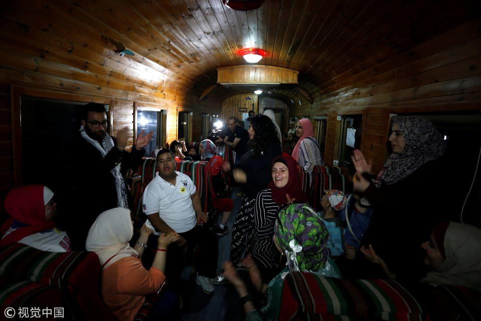 Orphans in Jordan go on a train trip to enjoy Iftar