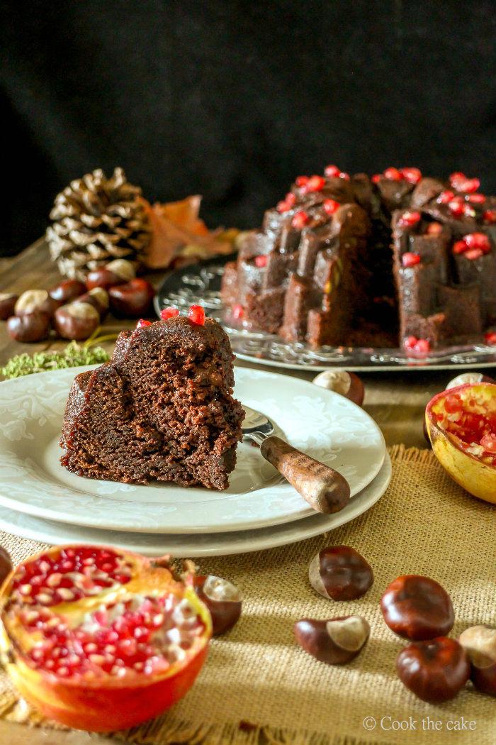 bundt-castañas-chocolate, salsa-granada, castañas