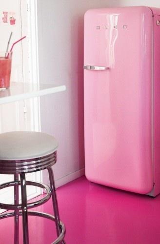 różowa lodówka