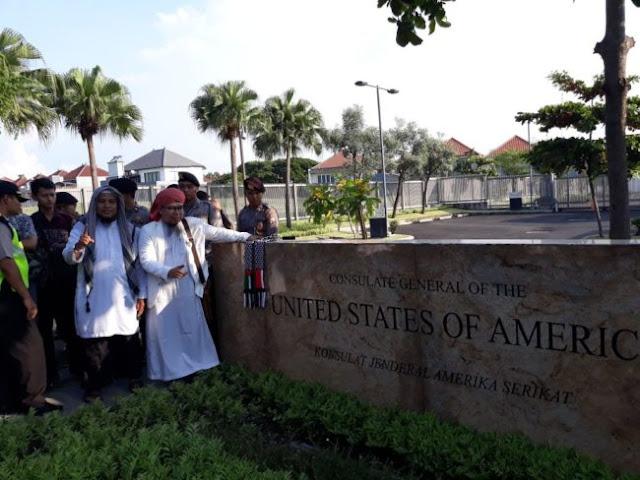 Duh! Digeruduk Massa Aksi Bela Palestina, Konjen Amerika di Surabaya Melarikan Diri