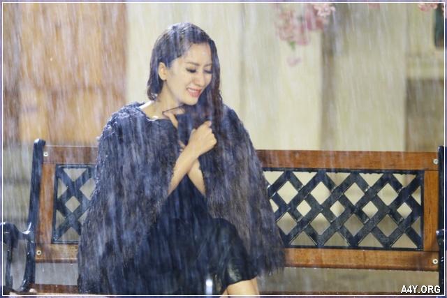 buồn khóc trong cơn mưa