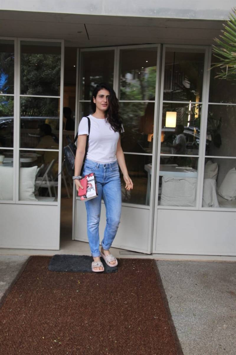 Indian Model Fatima Sana Shaikh White Top Tight Blue Jeans