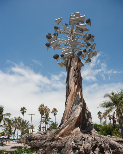 Escultura 'Barlovento', en la zona de entrada a las instalaciones