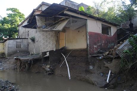 La historia se repite: desborde de rios y cañadas  vuelve a causar estragos en Tamboril y Canca