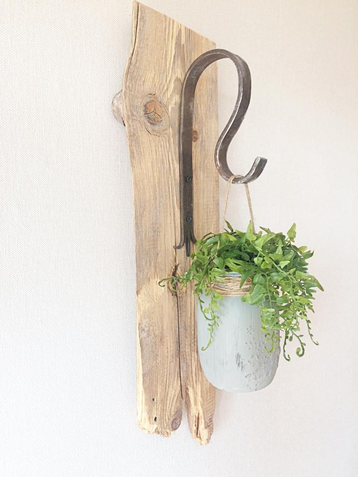 DIY - Dekoracja ścienna z deski i słoika