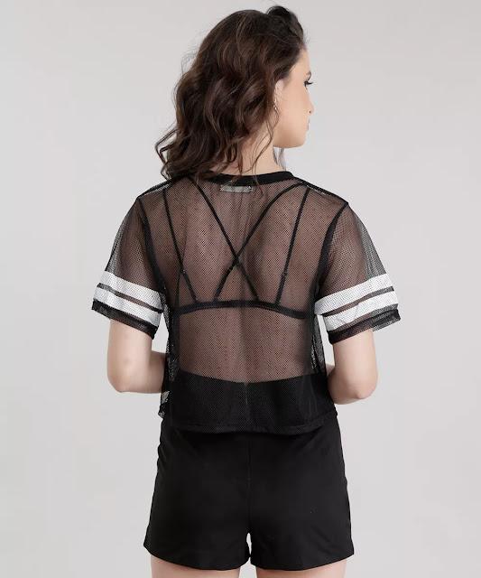com a blusa em tela preta você pode montar um look cheio de estilo
