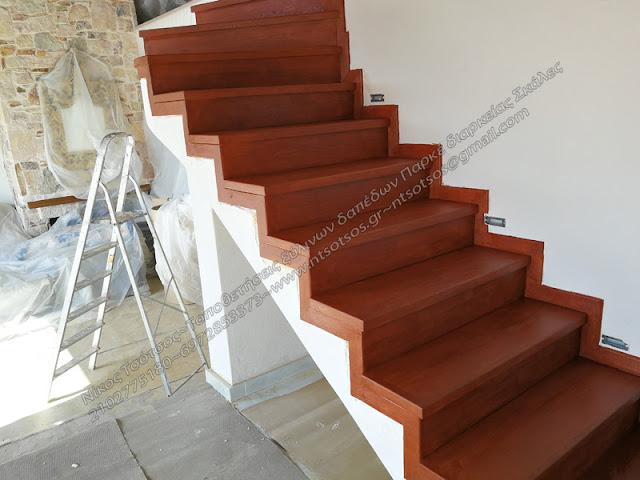 Βάψιμο ξύλινης σκάλας