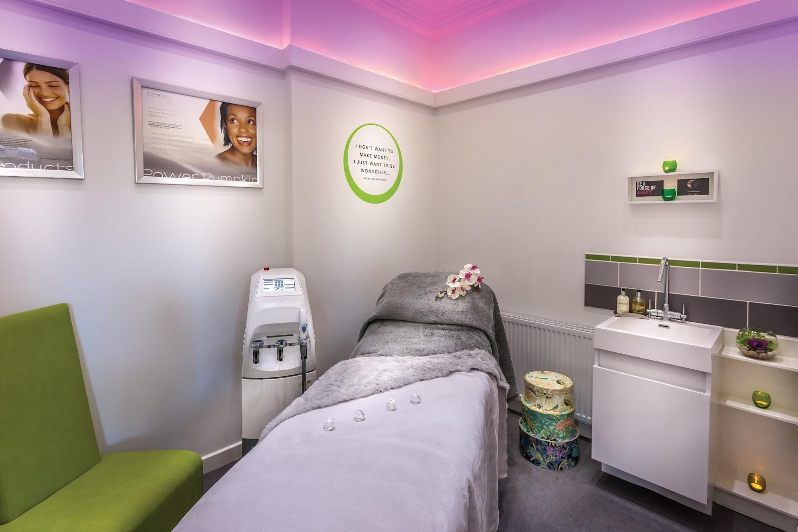 Yuu beauty little blog of horrors for Beauty treatment room decor ideas