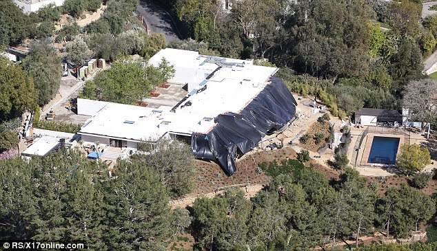 Jennifer Aniston's House in the Hollywood Hills. Shown during the renovation.