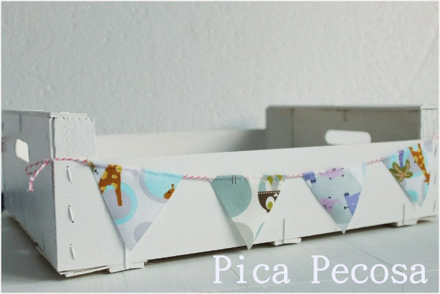 caja-fruta-reciclada-banderines-tela-chalk-paint